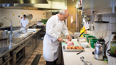Küchenarbeit Alterszentrum