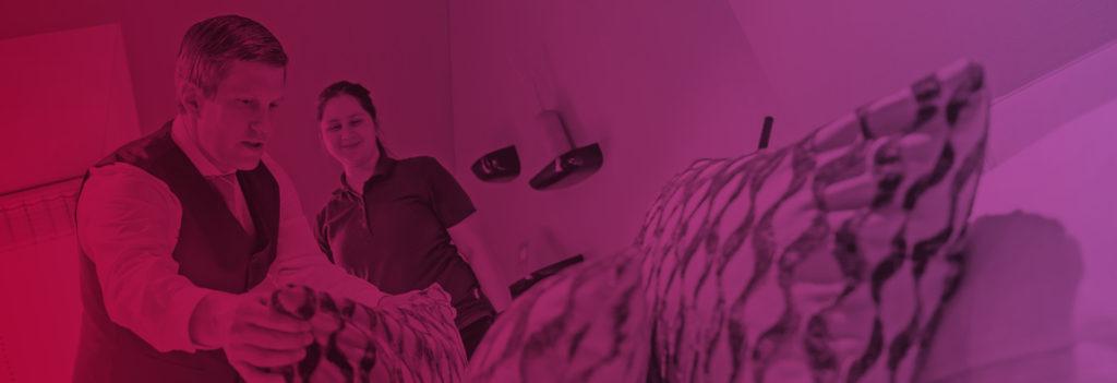 Headerbild Offene Stellen Hotelangestellter macht das Bett