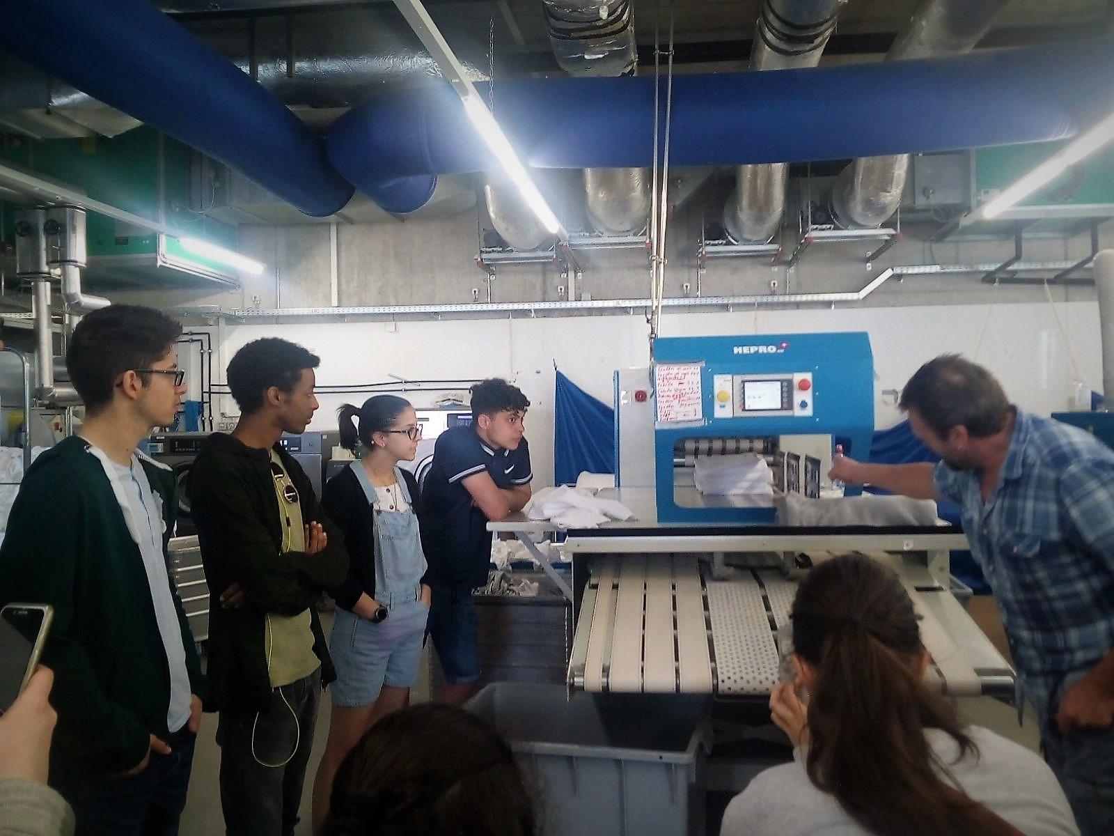 La Priola Jugendliche Bei Der Besichtigung Der Green Laundry In Weggis