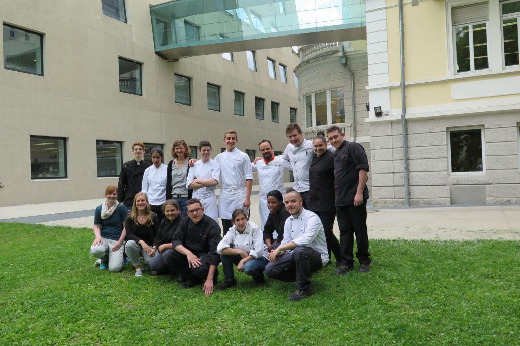 Jugendliche in der Koch Ausbildung bei einer Exkursion ins Südtirol