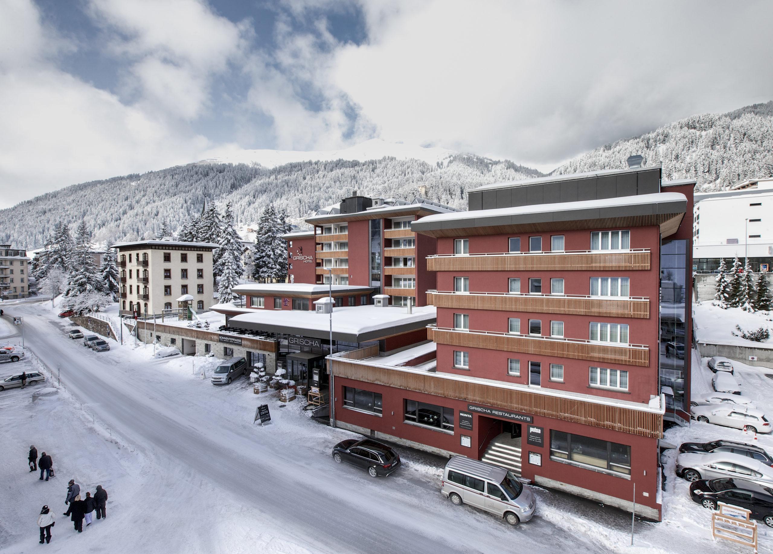 Aussenansicht Winter Grischa Hotel